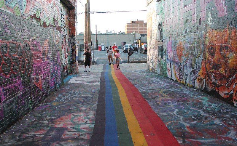 Find gay or lesbian roommates in Baltimore, Maryland - Photo by Elvert Barnes